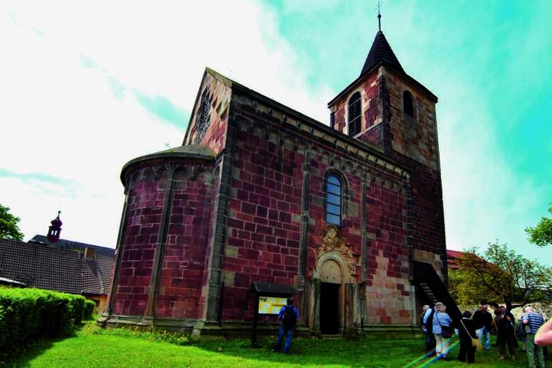 Prastarý kostel v obci Vroutek - Dolní Poohří