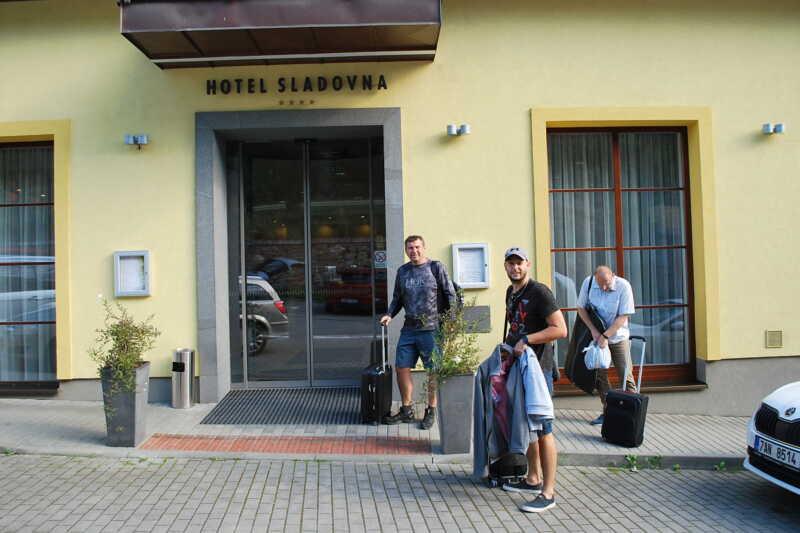 Dnes je těžké pořídit aktuální foto přijíždějích hostů - tak nabízíme jeden nedávno archivní - příjezd delegace Destinační agentury Dolní Poohří...