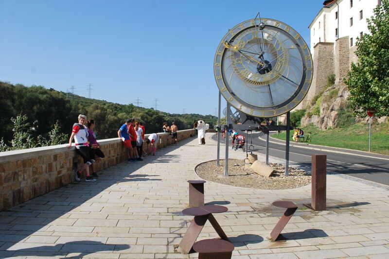 Kadaňský Orloj na Námřeží Maxipsa Fíka působí opravdu impozantně