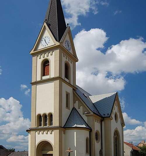 Obec Držovice skoro na samém okraji Prostějova se může pochlubit překrásným vesnickým kostelem - o něm někdy příště.