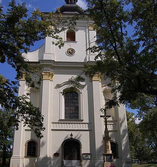 Kostel sv. Bartoloměje v nedaleké obci Vrahovice. Pokud vám návštěva nevyjde ještě letos v prosinci, přijeďte příští rok 24. srpna - na svatého Bartoloměje bývají slavné pouti. Bude i ve Vrahovicích 2021?