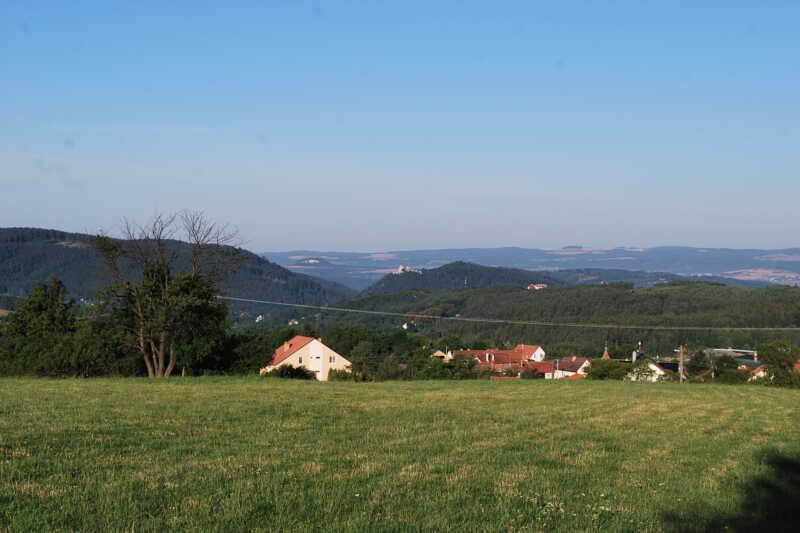 Výhled z Velenova k Boskovickému hradu