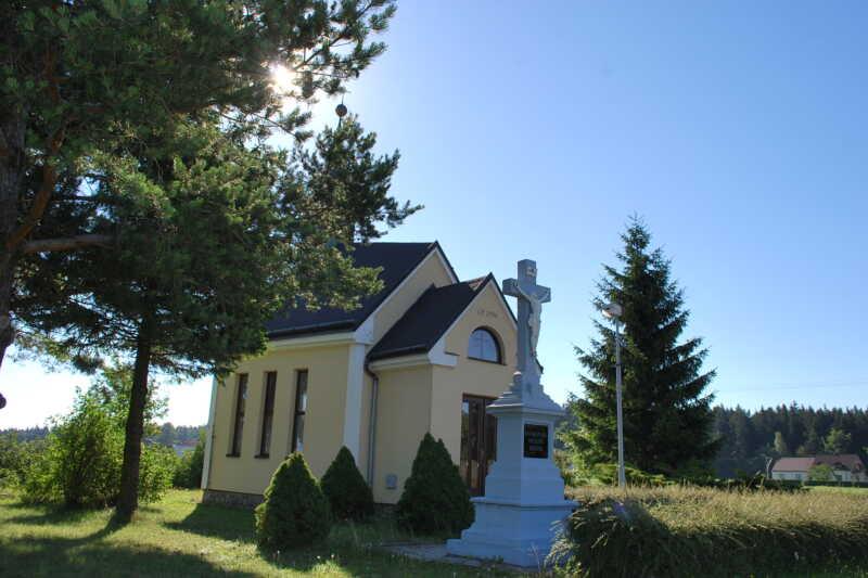 Dvě krásná místa na horním konci Benešova zvaném Pavlov - kaplička jako klícka-