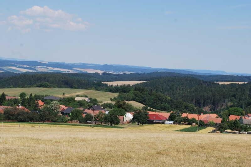Výhled z Velenova na Malou Hanou
