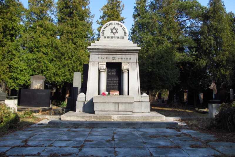 Monument - památník židovského hřbitova