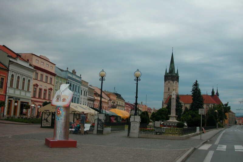 A běží přímo přes náměstí v Prešově