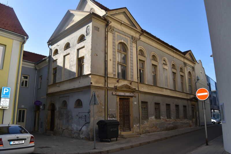 Stará synagoga - aktuální podoba se stále znatelnými empírovými prvky