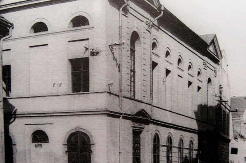 Stará synagoga na dobové fotografii