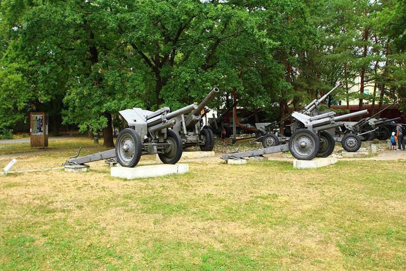Kanóny - venkovní expozice Památníku SNP