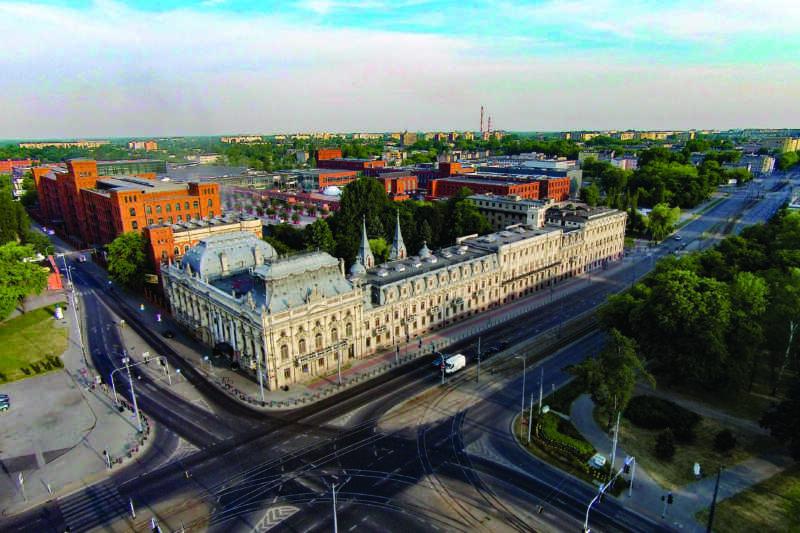 Palác Poznaňského v celé své velikosti