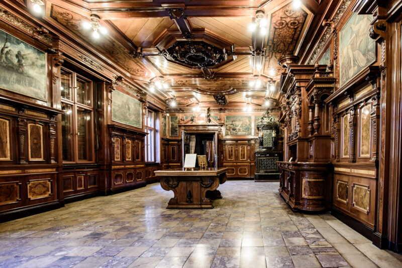 Vnitřní prostory jsou důstojným místem reprezentujícím Lodž jako město filmu.
