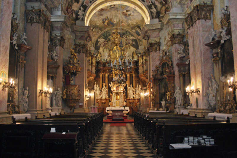 Interiér kostela sv. Jana Nepomuckého