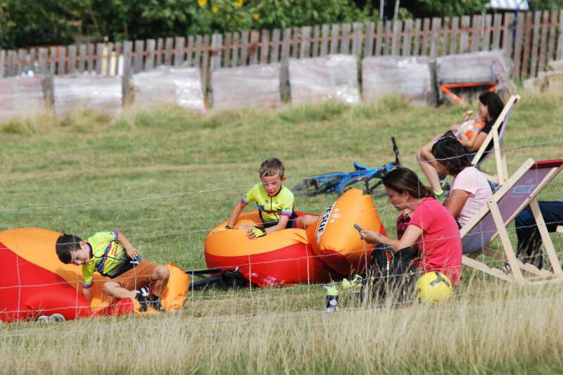 ...zatímco se děti mohou vyřádit i jinak, než na kolech