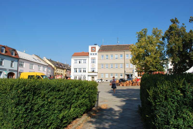 Pohled na budovu úřadu na náměstí