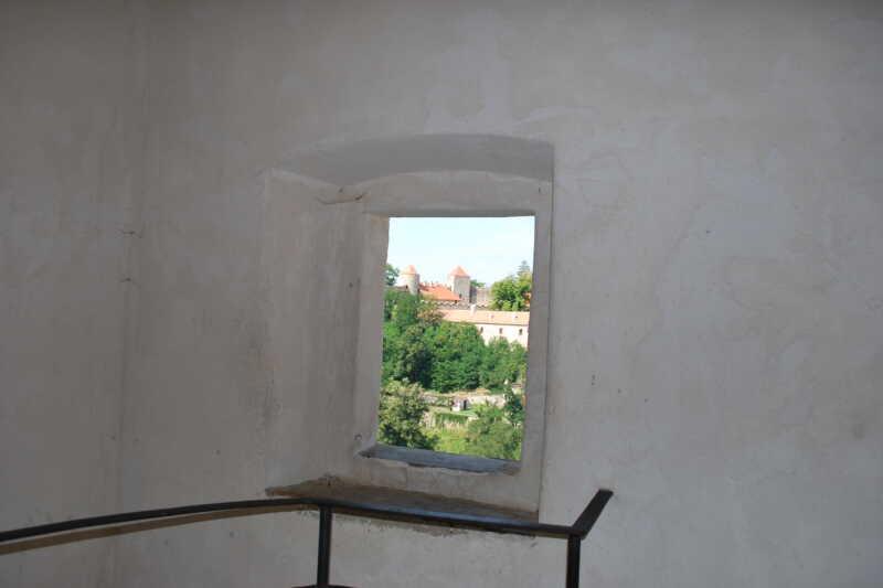 Jeden z výhledů okýnkem z věže
